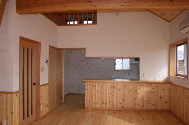 小さな土地でも間取りの工夫で日当たりがよく開放感のある住まいを実現
