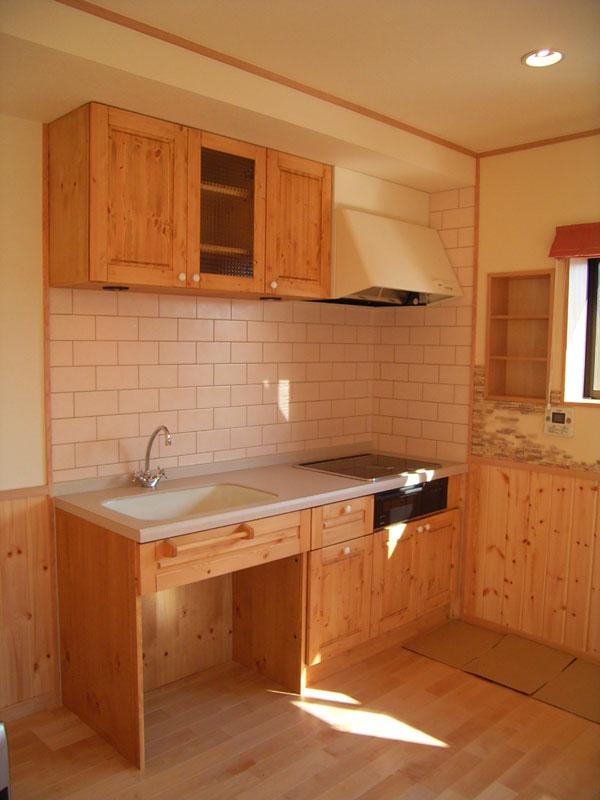 鉄骨2階建て倉庫を温かく可愛らしい住宅に