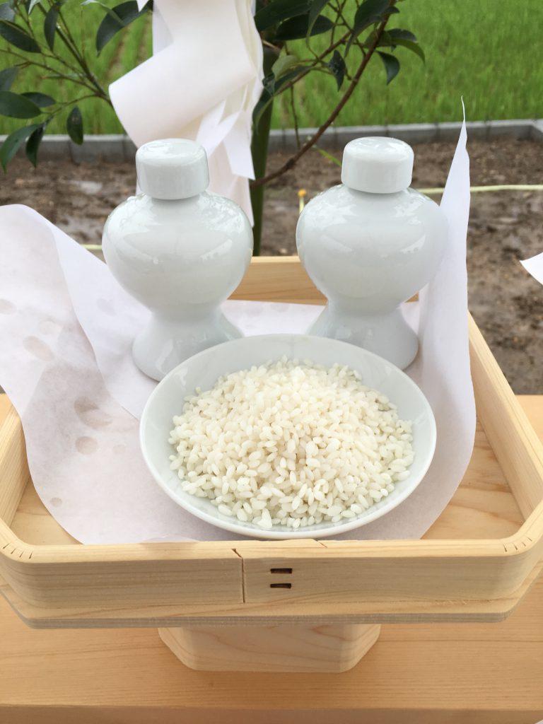 地鎮祭お供え:米と酒