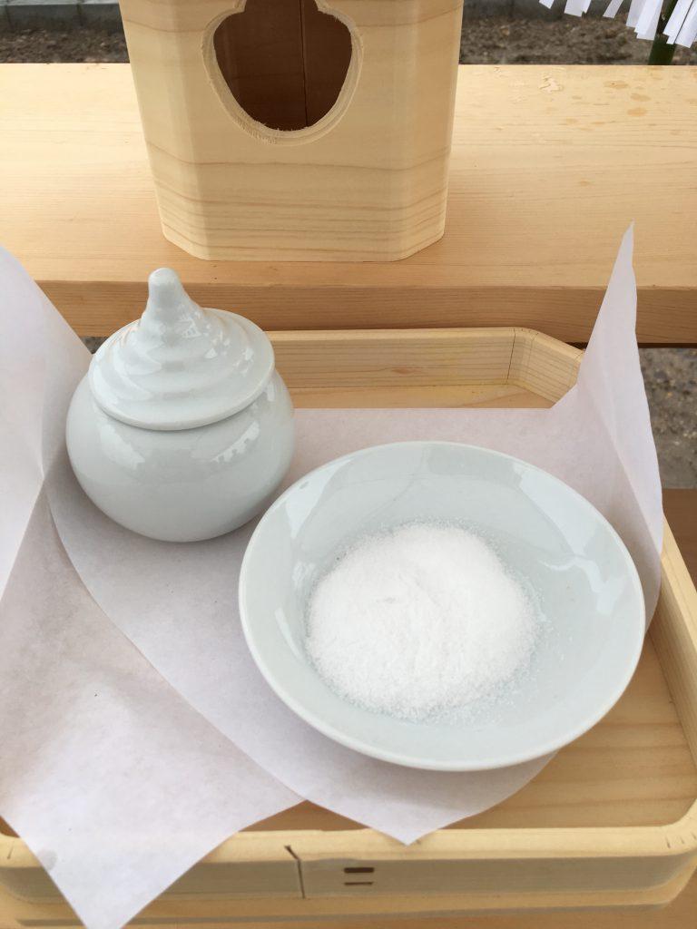 地鎮祭お供え:塩と水