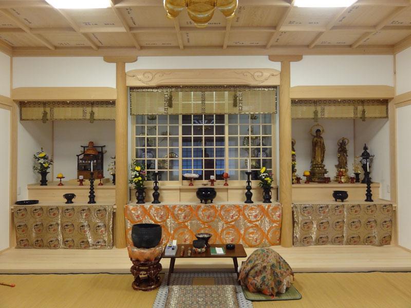 寺社ならではの独特な建築様式や装飾を熟練の大工が丹精込めて形に